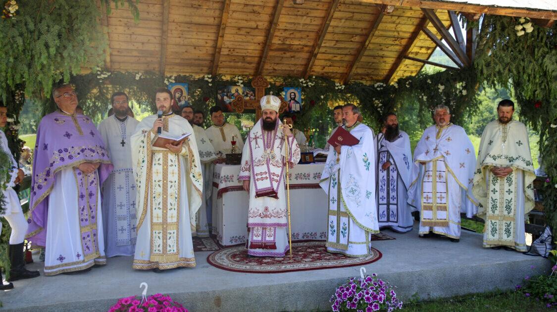 Episcopul-vicar Benedict, la hramul bisericii din Iliuța Bozghii