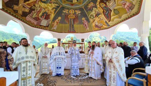 """Hramul Mănăstirii """"Sf. Ap. Petru și Pavel"""" Rebra-Parva"""