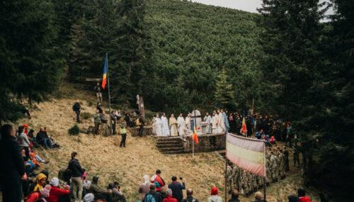 Liturghie arhierească și slujbă de pomenire la Monumentul Eroilor de pe Vârful Grui