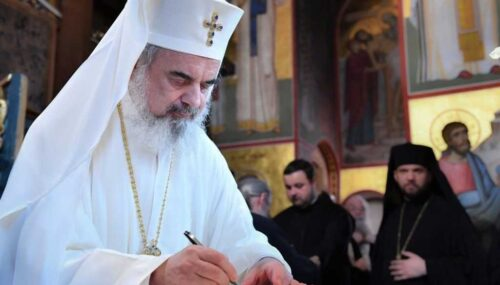 Patriarhul îndeamnă părinții, profesorii și preoții să îi susțină intens pe elevi la finalul unui an școlar dificil