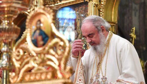 """Ce înseamnă """"în numele"""" Tatălui și al Fiului și al Sfântului Duh, explică Patriarhul Daniel"""