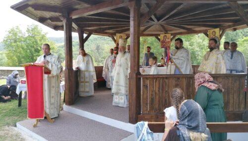 """Mitropolitul Clujului, la hramul mănăstirii Dâncu: """"Sfântul Pantelimon a fost un om al iubirii creștine"""""""