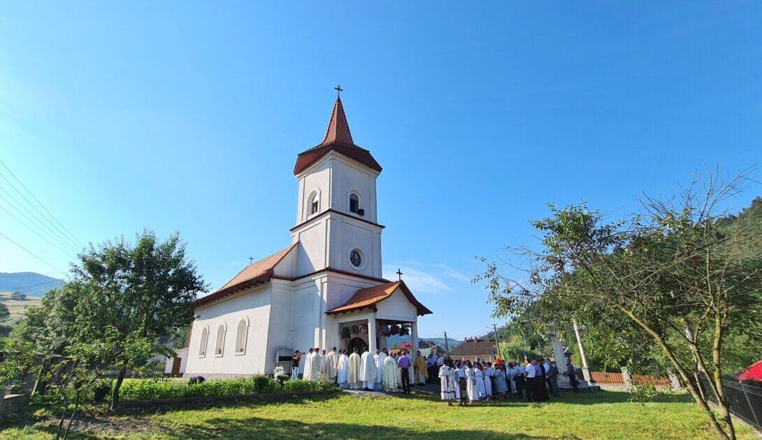 Mitropolitul Clujului a resfințit Biserica din Săcuieu