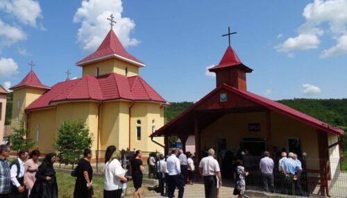 Capela mortuară și casa parohială din Orosfaia, binecuvântate de ÎPS Părinte Andrei