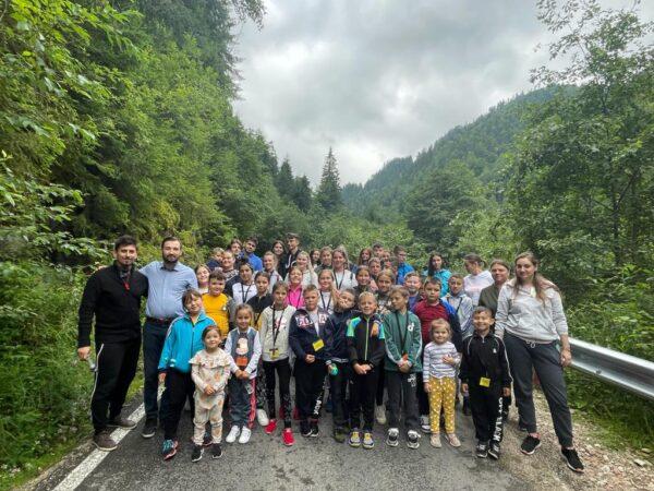 """Zeci de elevi din Soporu de Câmpie, în tabăra """"Bucuria Comuniunii"""""""