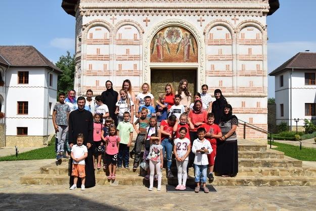 Tinerii din Berchieșu, sprijiniți de Biserică în alegerea unei profesii