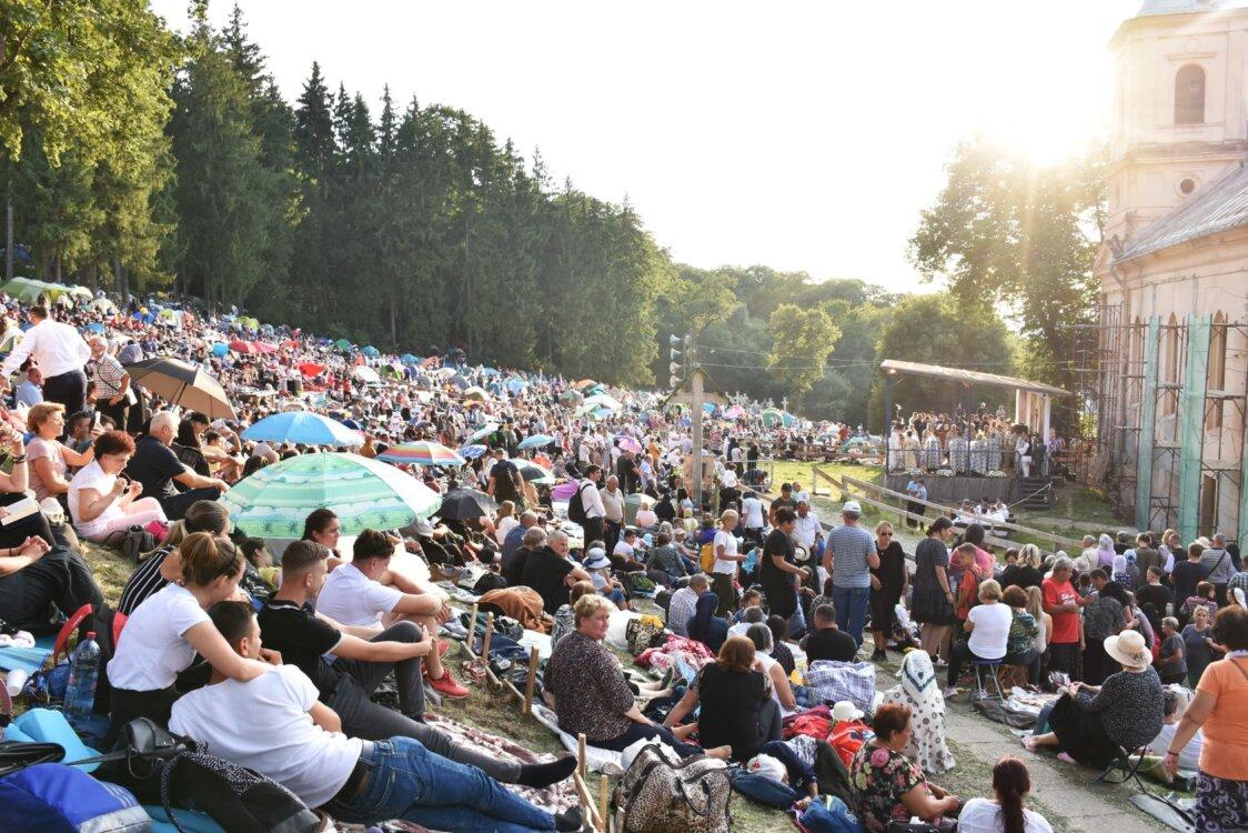 """Slujba Vecerniei cu Litie, la Nicula   IPS Andrei, către pelerini: """"Aici bucuriile sfinte nu se mai termină niciodată"""""""