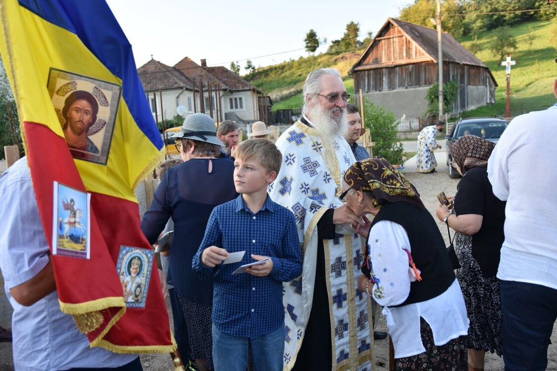 Mitropolitul Clujului a pus piatra de temelie la un așezământ pentru copii în Parohia Cornești