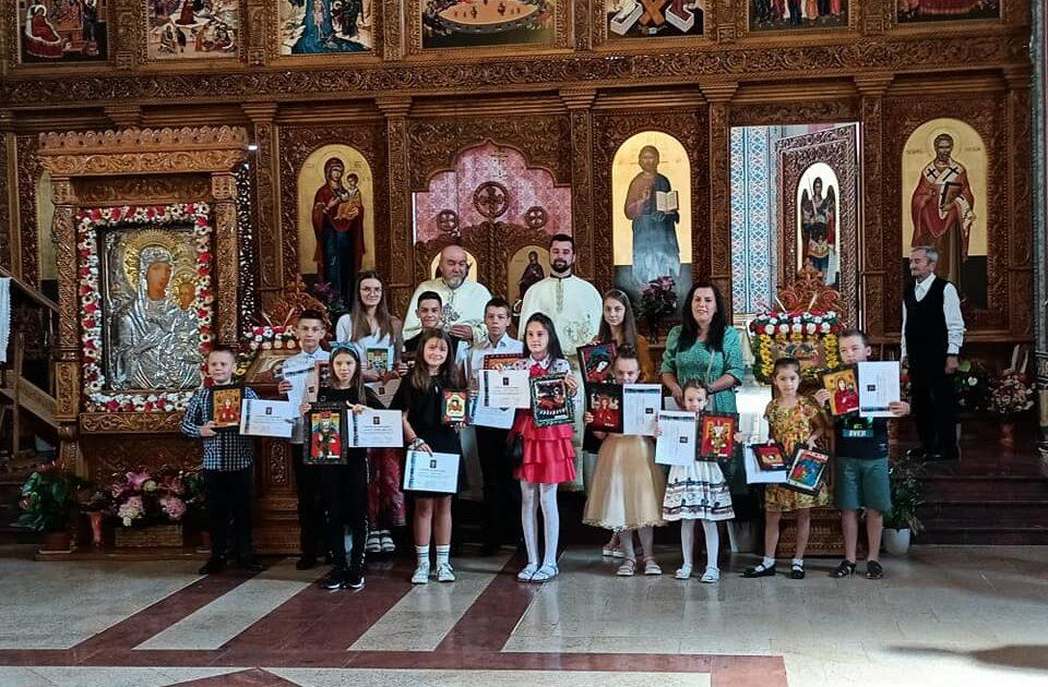 """Atelier de icoane pe sticlă în Parohia """"Sfântul Ierarh Nicolae"""" din Telciu"""