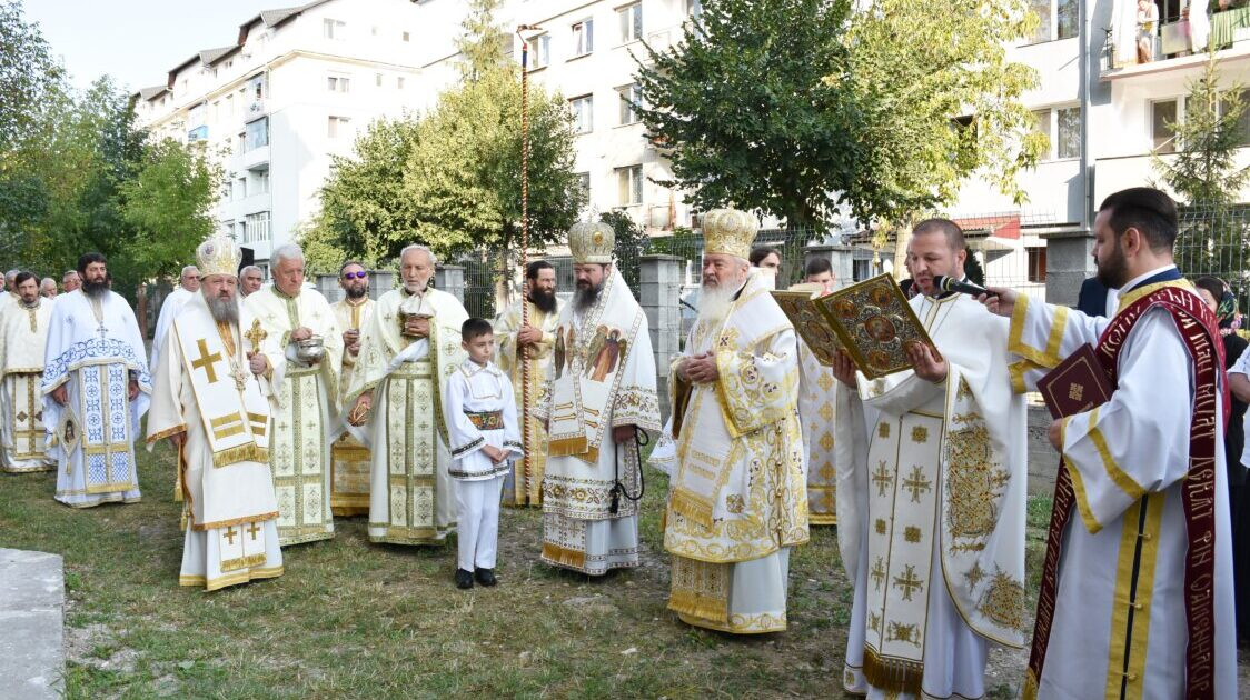 """Biserica """"Sfânta Treime"""" din Dej, sfințită de trei ierarhi ai Bisericii Ortodoxe Române"""