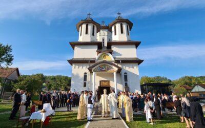 """Biserica """"Nașterea Maicii Domnului"""" din Lujerdiu, sfințită de Mitropolitul Clujului"""