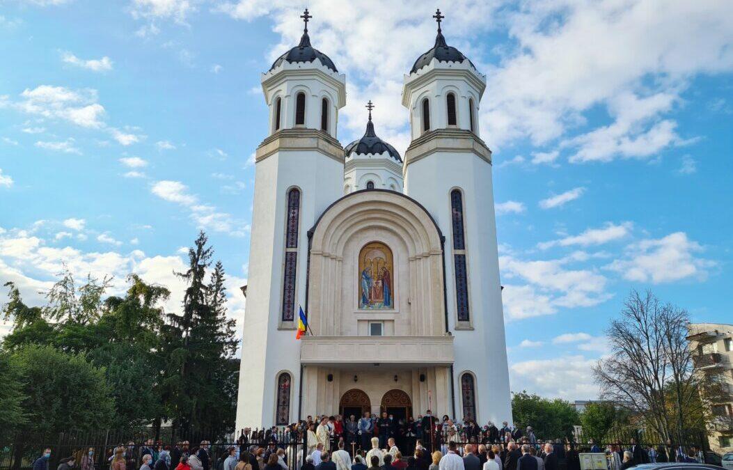 """Biserica """"Întâmpinarea Domnului"""" din Cluj-Napoca, sfințită după 24 de ani de la punerea pietrei de temelie"""