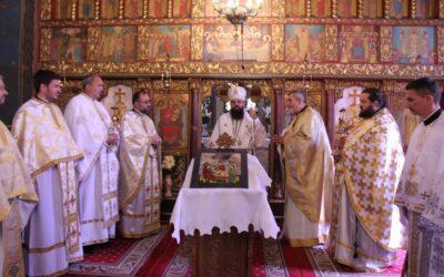 """25 de ani de la sfințirea Bisericii """"Sfânta Treime"""" din Baciu, prăznuiți în prezența PS Benedict Bistrițeanul"""