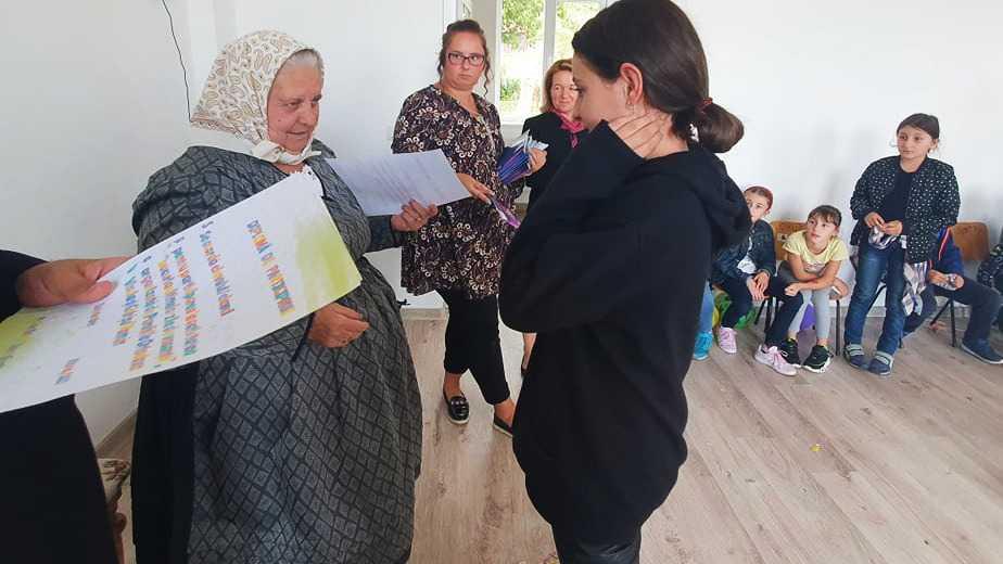Bunica din Chinteni le-a spus copiilor din Visuia și Ghirișu Român de ce merge la biserică