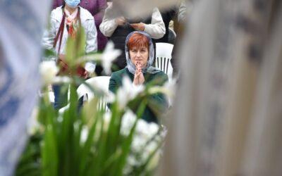 Rugăciunea îi dă aripi omului