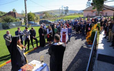 Episcopul-vicar Benedict a binecuvântat lucrările efectuate la biserica și casa parohială din Mihăiești