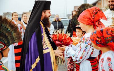 """Hramul Parohiei """"Sfânta Cuvioasă Parascheva"""" din Beclean, prăznuit în prezența Episcopului-vicar Benedict"""