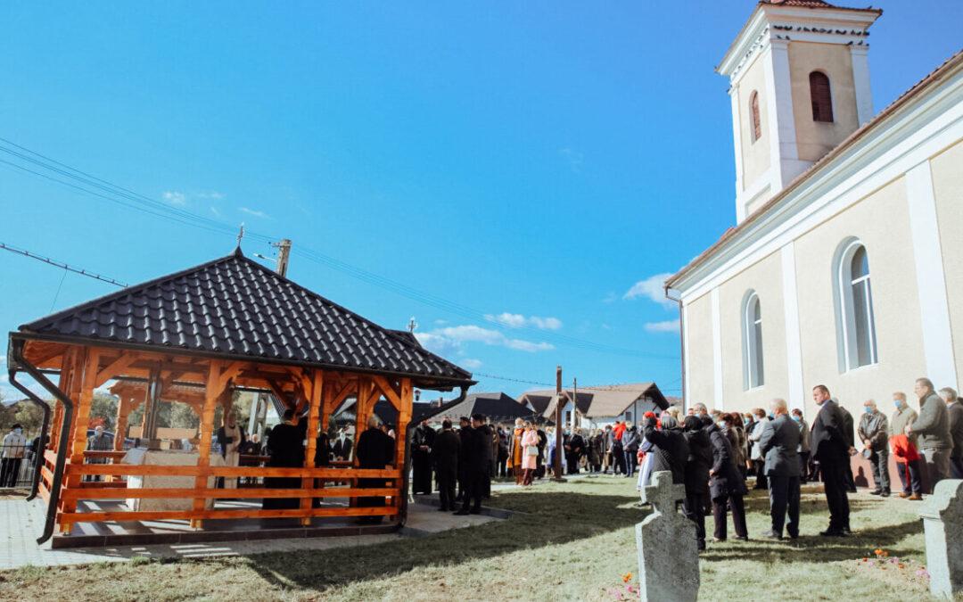 Altarul de vară și capela mortuară din Chiuza, sfințite de Episcopul-vicar Benedict Bistrițeanul