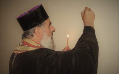 """Episcopul Vasile Flueraș: """"Trupul nostru poate deveni templu al lui Dumnezeu dacă sufletul se umple de nestematele faptelor bune"""""""