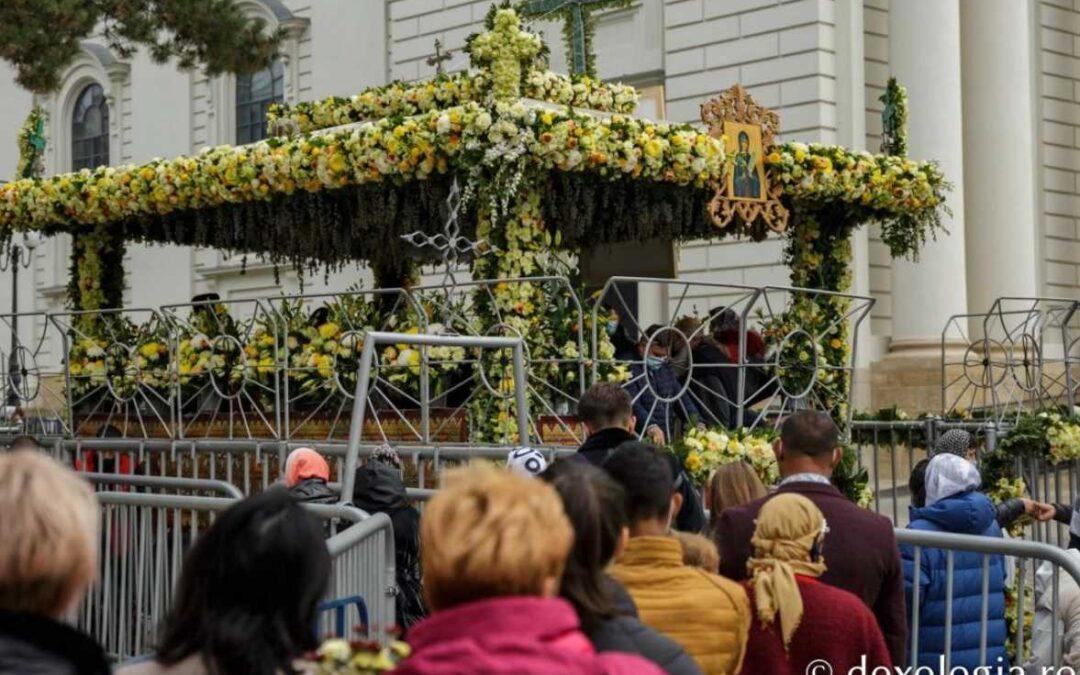 Iaşi: Peste 50.000 de pelerini s-au întâlnit cu Sf. Parascheva şi Sf. Gheorghe Pelerinul