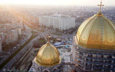 Replică: Aliajul din care este făcut acoperișul Catedralei Naționale nu conține aur